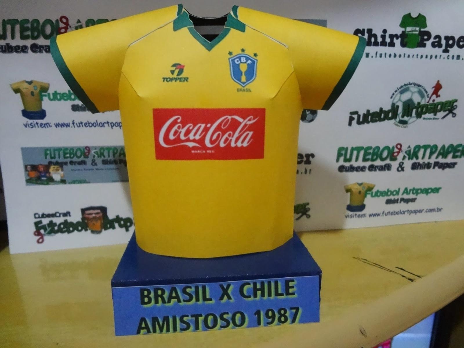0b0ca79d7b7bb Fã de futebol faz camisas de papel de times históricos e mostra na internet  - 19 01 2014 - UOL Esporte
