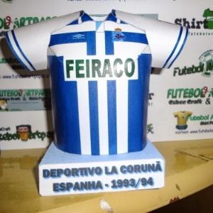 6df99a293a926 Fã de futebol faz camisas de papel de times históricos e mostra na  internet. Veja miniaturas de papel de camisas históricas