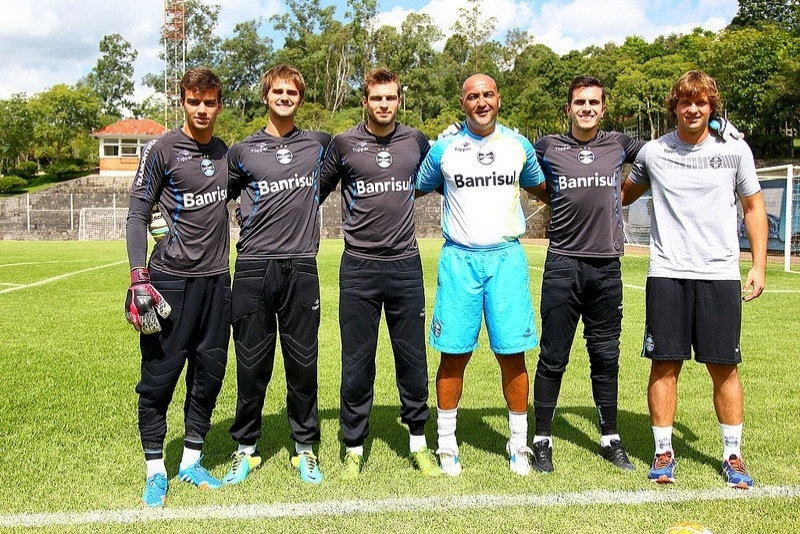 8b2a5ca952f55 Goleiro reserva do Grêmio comemora 21 anos e vê renovação encaminhada - 16  05 2014 - UOL Esporte