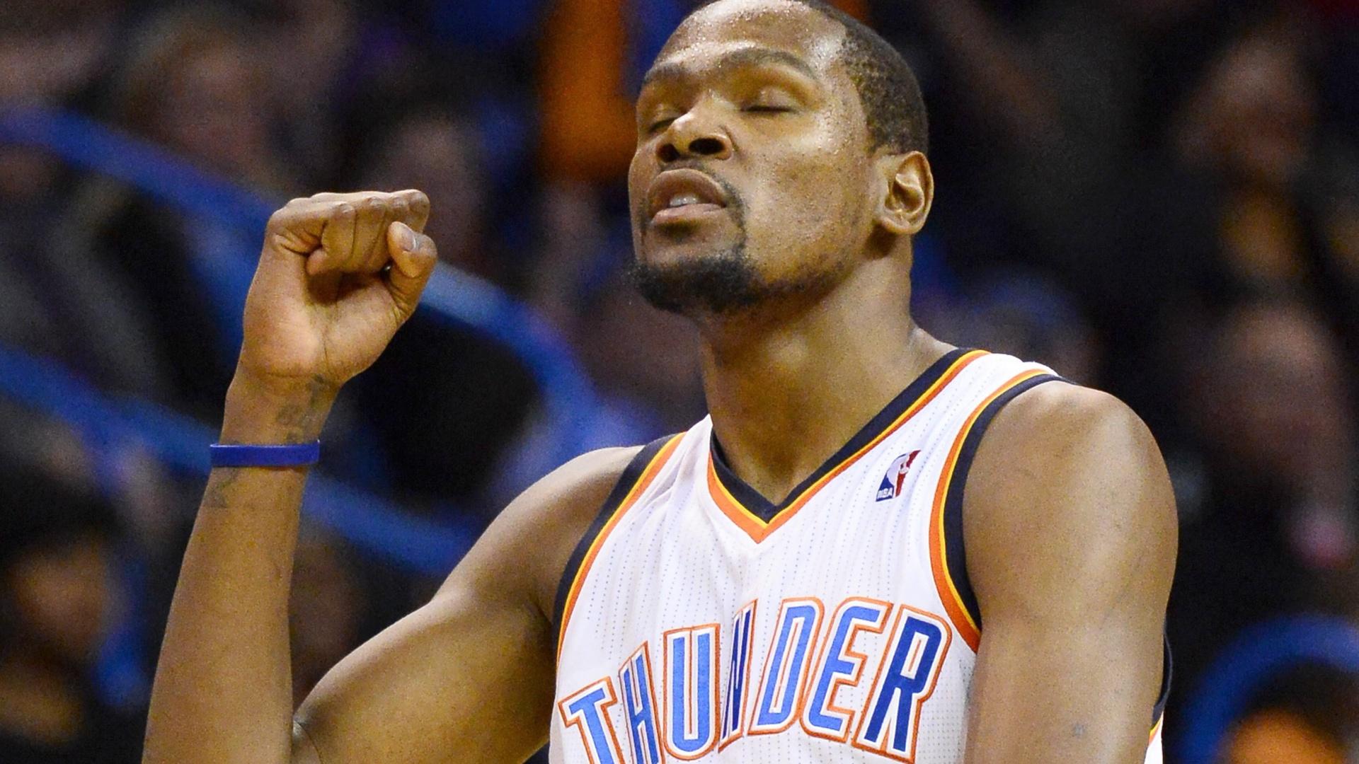 18.01.2014 - O ala norte-americano Kevin Durant quebrou uma marca pessoal na vitória do Oklahoma City Thunder sobre o Golden State Warriors por 127 a 121