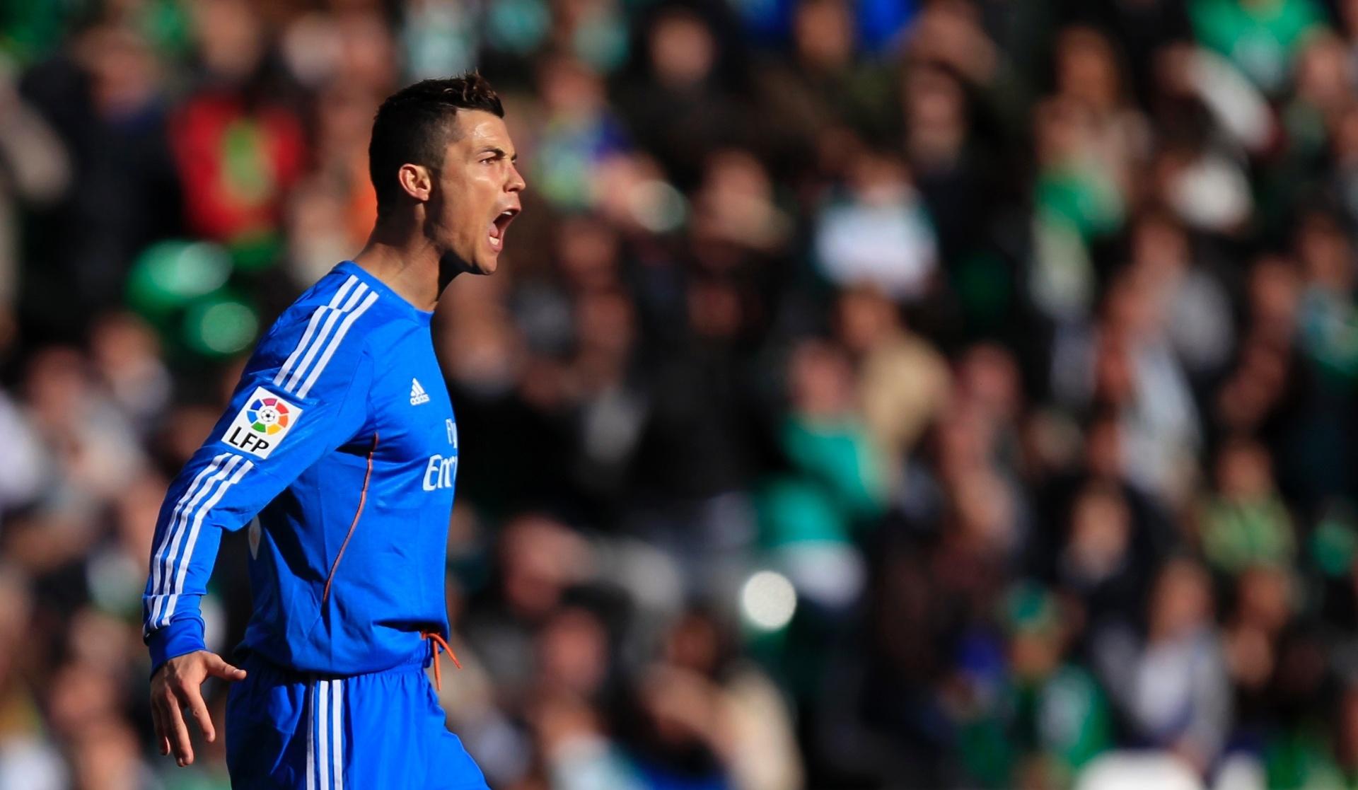 Cristiano Ronaldo faz golaço ab869b595f03e