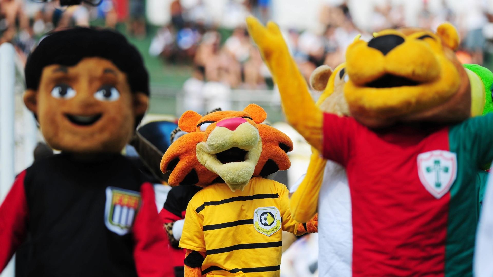 19.jan.2014 - Mascotes dos clubes do Campeonato Paulista 2014 participaram da cerimônia de abertura do torneio