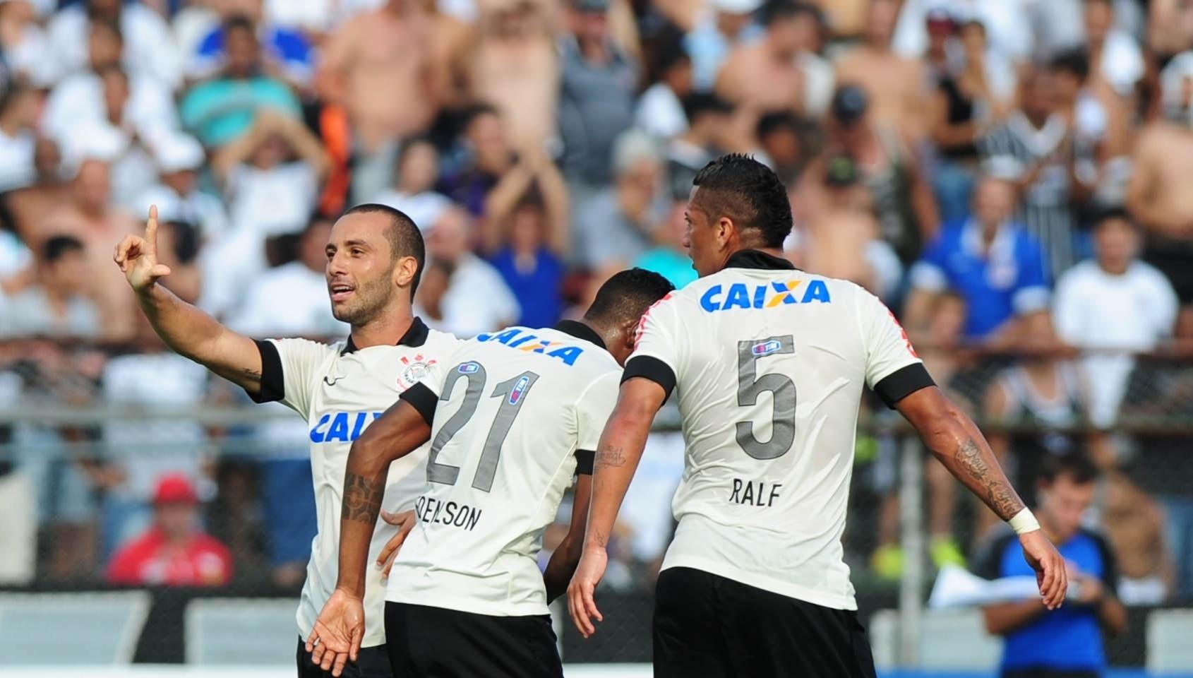 19.jan.2014 - Volante Guilherme comemora após marcar o segundo gol do Corinthians contra a Portuguesa no Canindé