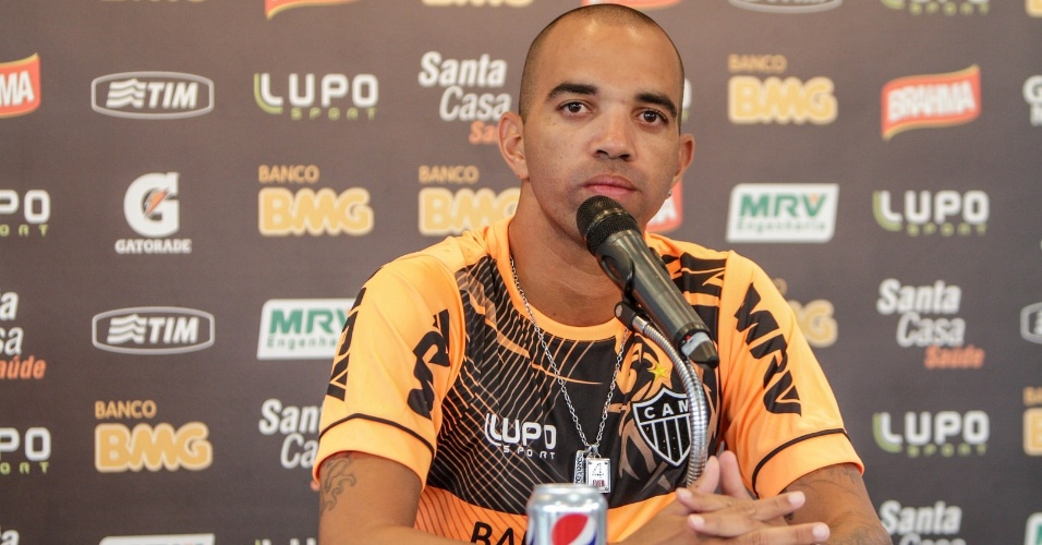 20 jan 2014 - Atacante Diego Tardelli durante entrevista coletiva na Cidade do Galo, em Vespasiano, na reapresentação atleticana