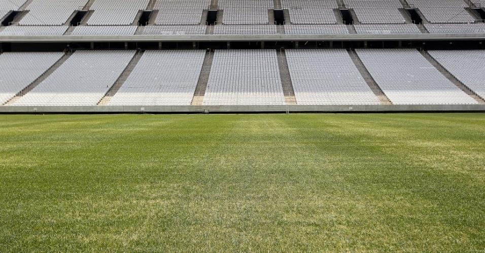 20. jan. 2014 - Vista do gramado do Itaquerão durante visita do secretário geral da Fifa, Jérôme Valcke
