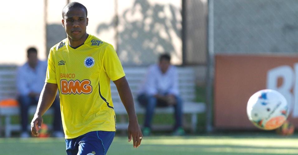 Atacante Borges participa de treino na Toca da Raposa II durante pré-temporada do Cruzeiro (16/1/2014)