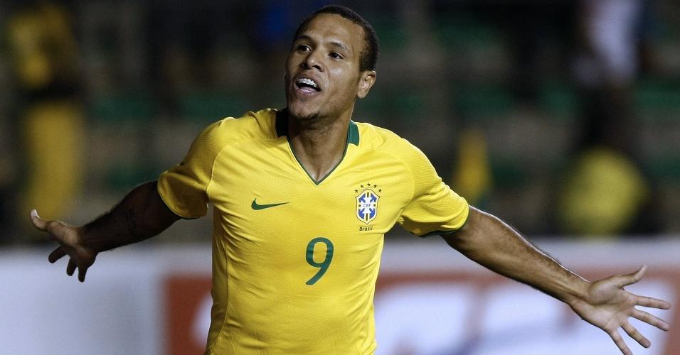 Luis Fabiano comemora gol pela seleção brasileira em goleada sobre Portugal