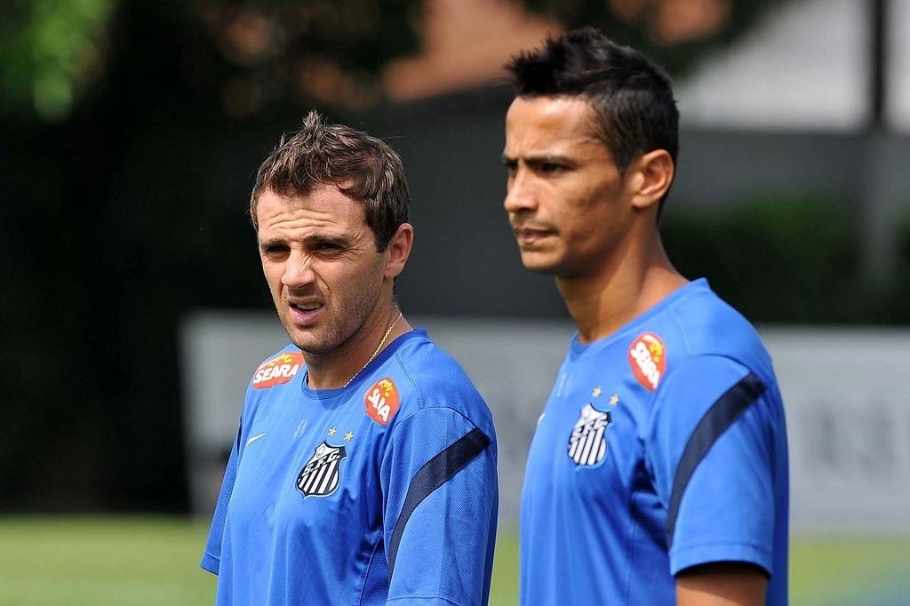 Saída de Montillo ao futebol chinês pode influenciar na permanência de Cícero na Vila Belmiro