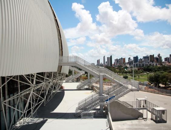 22.jan.2014 - Vista do lado de fora da Arena das Dunas antes de inauguração