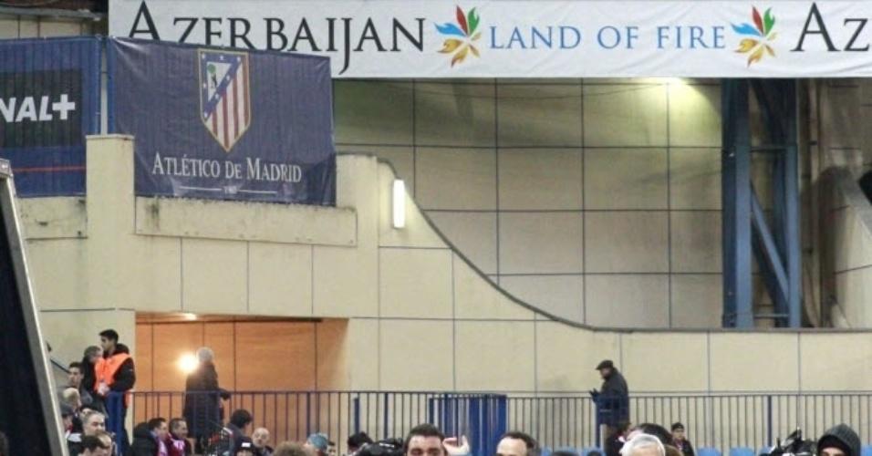 23.jan.2014 - Telão do estádio Vicente Calderón mostrou uma foto de Falcao Garcia, com a camisa do Atlétido de Madri
