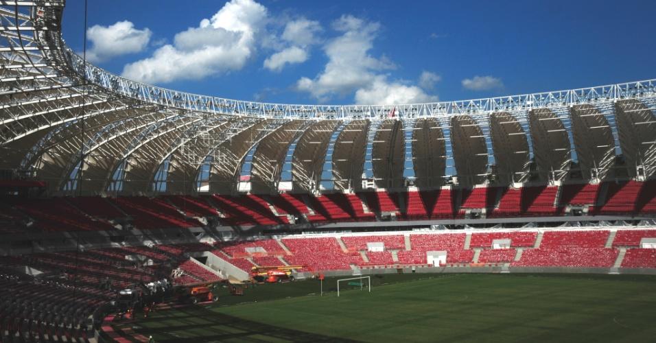 Visão interna da reforma do estádio Beira-Rio do Internacional com 97% das obras concluídas (16/01/2014)