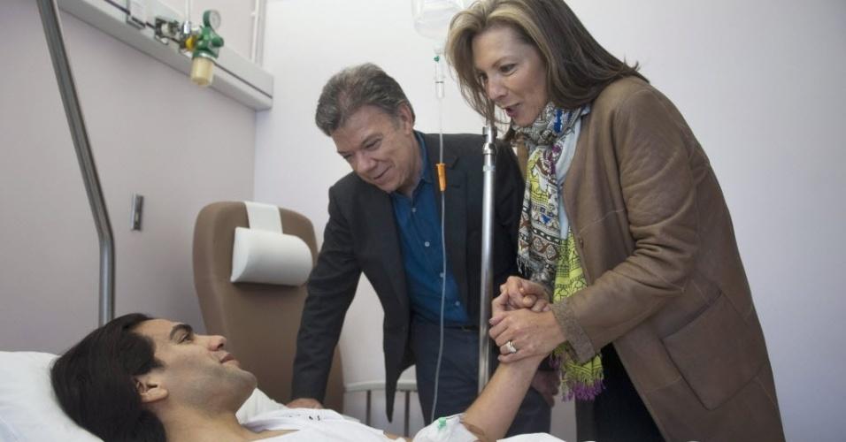 25. jan. 2014 - Falcao Garcia recebe visita de presidente e primeira-dama da Colômbia em hospital de Portugal