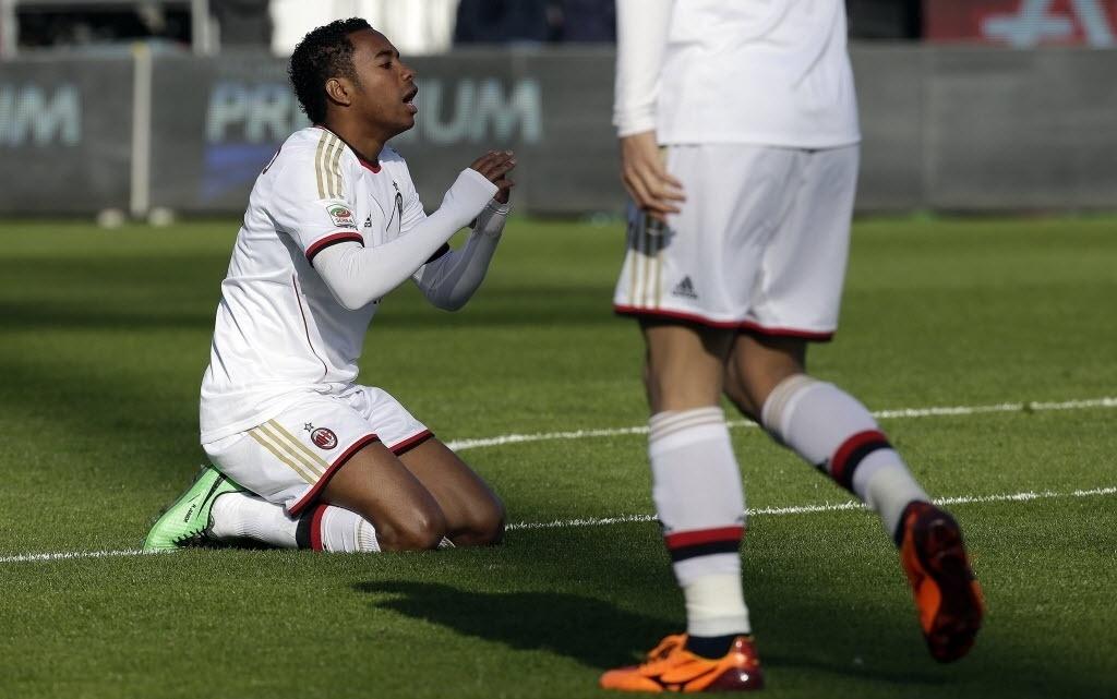 26jan2014 - Robinho lamenta chance perdida em partida do Milan