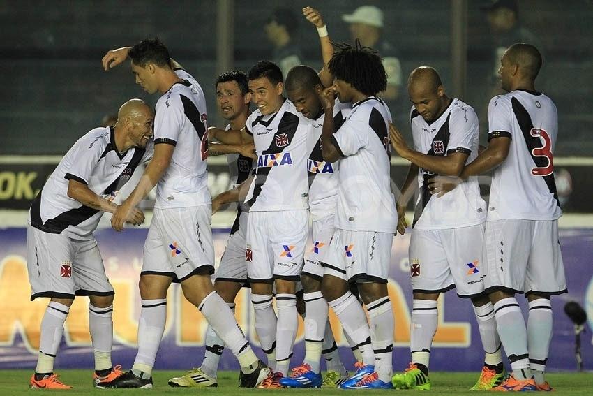 Vasco  brinda  gringos e faz 6 a 0 no Friburguense em 1ª vitória de 2014 -  26 01 2014 - UOL Esporte 07925353e6889