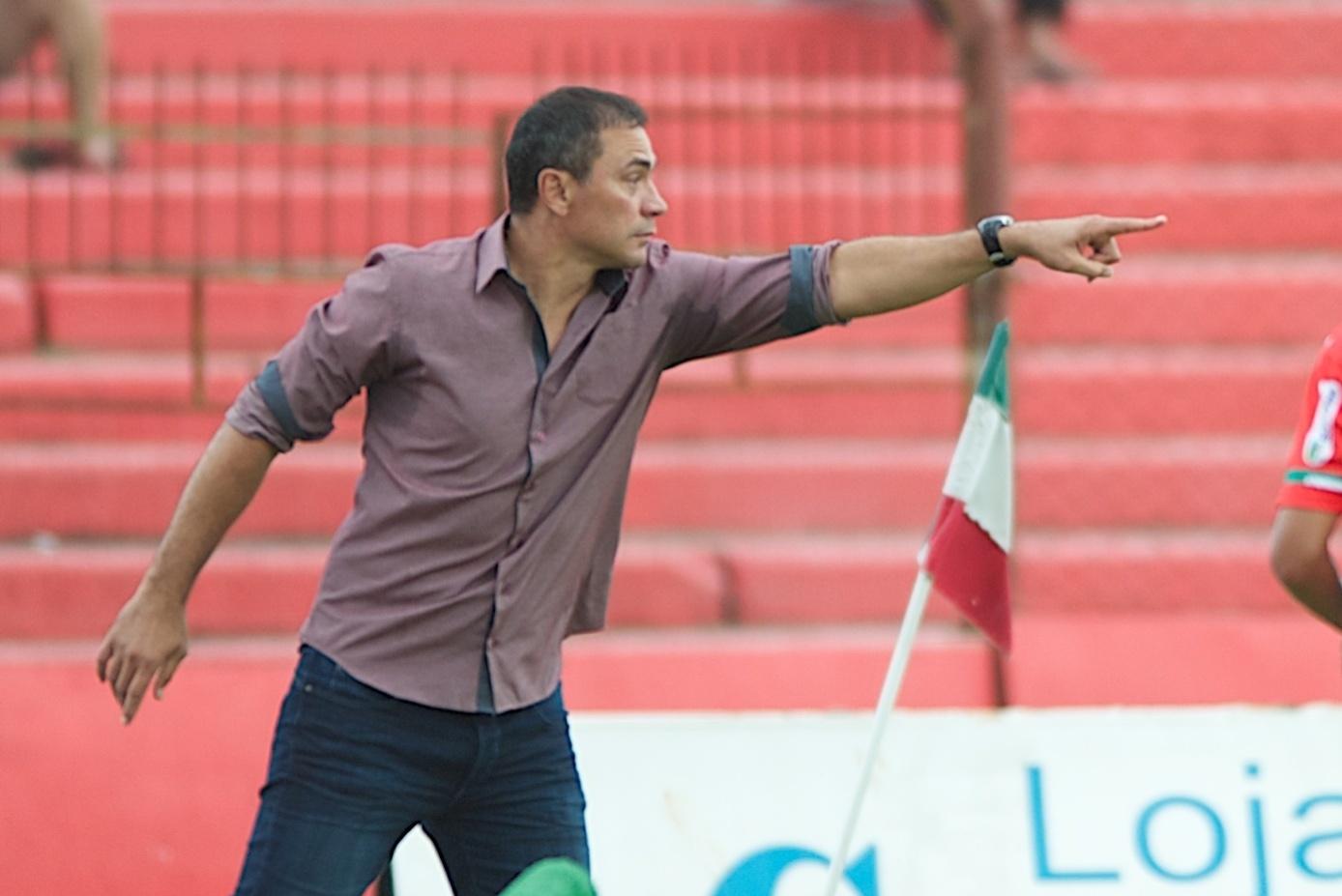 Inter demite técnico Clemer após briga com preparador físico da base -  08 05 2015 - UOL Esporte 486d14ed3996f