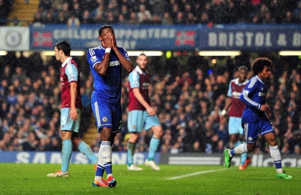 29. jan. 2014 - Eto'o lamenta lance perdido em partida do Chelsea contra o West Ham pelo Campeonato Inglês