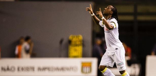 Arouca, que participou de 3 dos 5 gols do Santos, foi eleito o melhor em campo por Oswaldo de Oliveira - Adriano Vizoni/Folhapress, ESPORTES