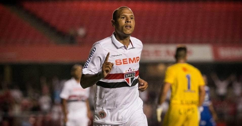 29.jan.2014 - Luís Fabiano celebra seu segundo gol no jogo entre São Paulo e Rio Claro
