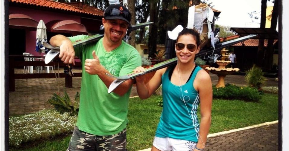 Laís Souza prepara o seu material de esqui; atleta sofreu acidente e não irá para os Jogos de Inverno de Sochi