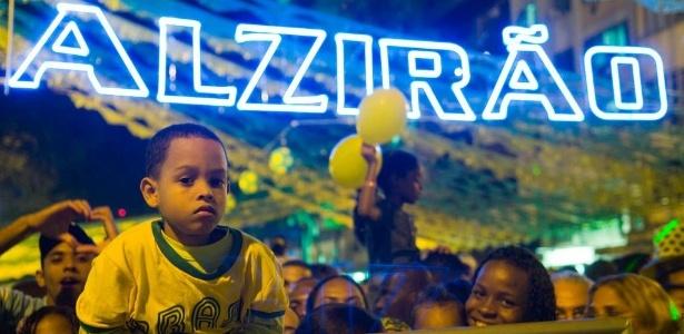 Torcedores reunidos no Alzirão, no Rio, em 2010: festa depende de autorização da Fifa