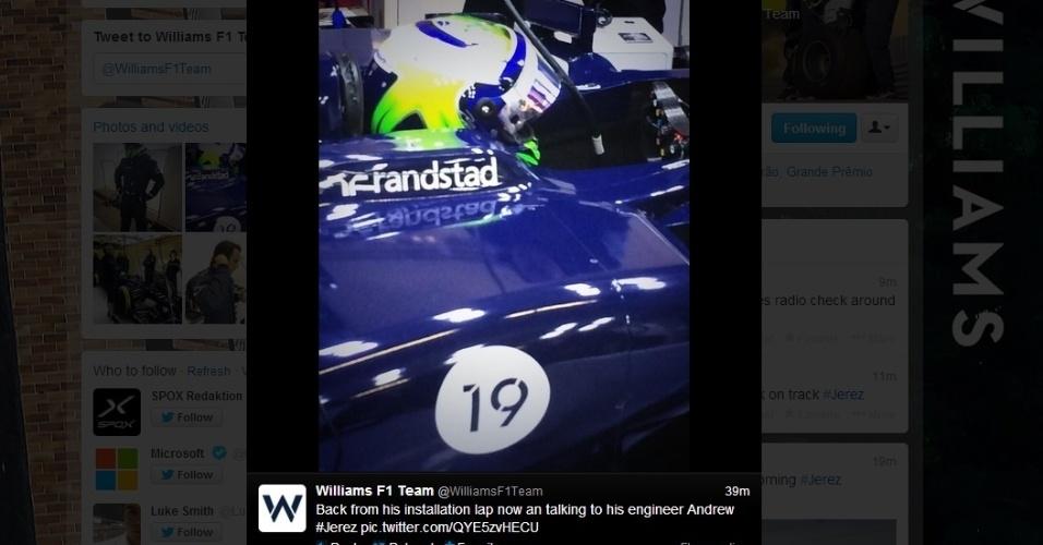 30.jan.2014 - Felipe Massa se prepara para deixar os boxes e fazer sua estreia com o carro da Williams