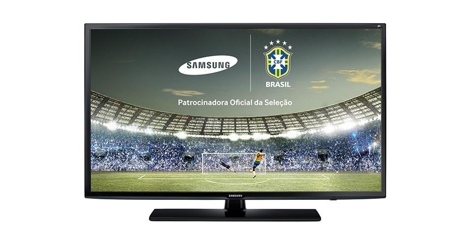 """A Samsung é a patrocinadora oficial da Seleção Brasileira e está lançando no mercado aparelhos de televisão com a chamada função futebol. São 38 modelos que variam de R$ 1.099,00 a R$ 99.000,00. O aparelho da foto é da série FH5205, disponível em 39"""", 40"""" e 46"""", tem resolução full HD e a função futebol que proporciona imagem de gramados mais verdes e áudio ainda mais envolvente, com a possibilidade de aumentar, por exemplo, o som da torcida. O preço varia de R$ 1.599 a R$ 2.349."""