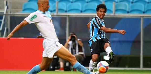 Breno está de volta ao Grêmio e brigará por espaço após lesão no joelho