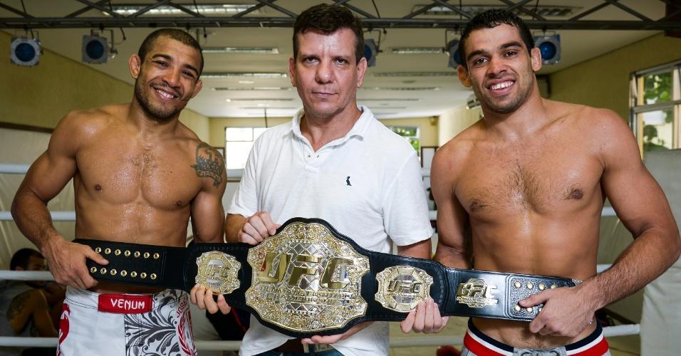 Campeões do UFC José Aldo e Renan Barão com o treinador Dedé Pederneiras