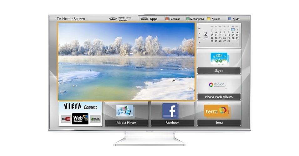 """A Panasonic lançou uma linha de televisores inteligentes que denominou de My Home Screen. Trata-se de um recurso que cria um perfil individual em uma tela única para cada pessoa da família, assim é possível acessar aos conteúdos favoritos em uma tela inicial personalizada. Nos modelos WT e VT, basta dizer """"My Home Screen"""" e uma câmera embutida aparece, reconhece automaticamente o rosto do usuário e abre a sua página inicial personalizada. Esse aparelho da foto tem tela de LED de 55"""", resolução Full HD,..."""
