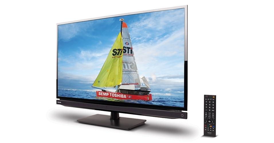 Essa televisão de 32 polegadas da Semp Toshiba vem equipada com a tecla futebol que formata a imagem com cores mais nítidas e som mais intenso para que o torcedor tenha a sensação de estar no estádio sem sair do sofá. Ela também grava programas da TV digital aberta em HD externo ou pen drive. Preço sugerido: R$ 1.299,00