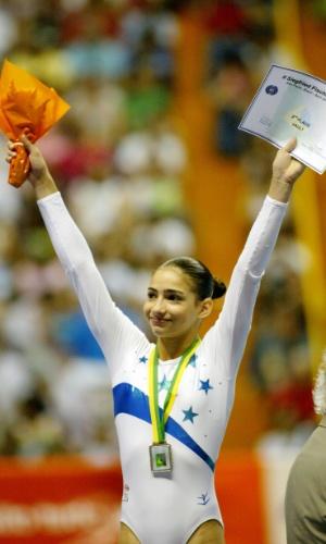 Lais Souza comemora prata na modalidade salto sobre cavalo na etapa de São Paulo da Copa do Mundo disputada em 2005