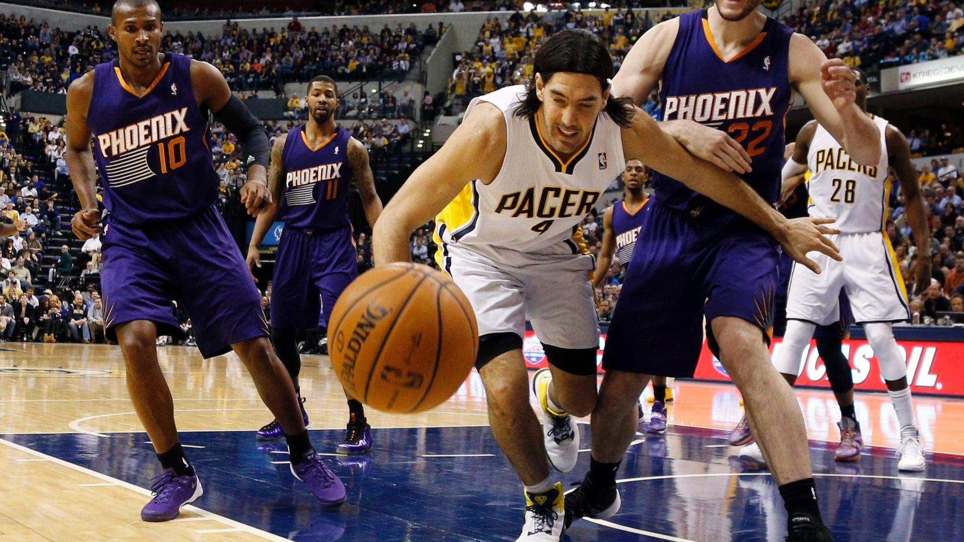 31.01.2014 - O Phoenix Suns, time do ala-armador brasileiro Leandrinho Barbosa, venceu pela segunda vez em uma semana o Indiana Pacers, desta vez fora de casa por 102 a 94