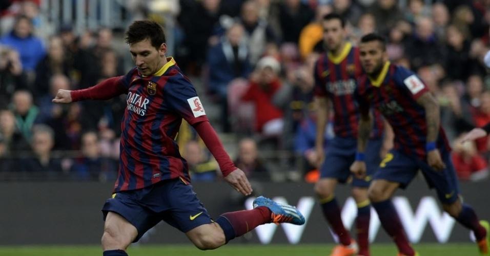 01.fev.2014 - Messi cobra pênalti com perfeição e faz o segundo do Barça, mas não impede a derrota por 3 a 2 para o Valencia, pelo Campeonato Espanhol