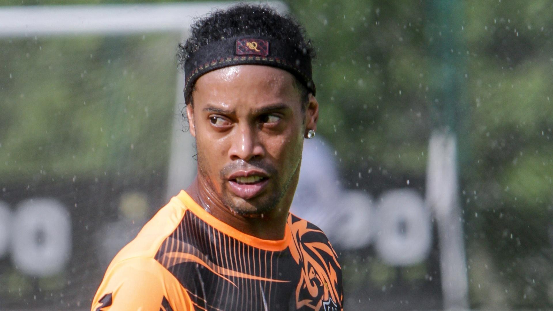 22 jan 2014 - Ronaldinho Gaúcho durante pré-temporada do Atlético-MG na Cidade do Galo