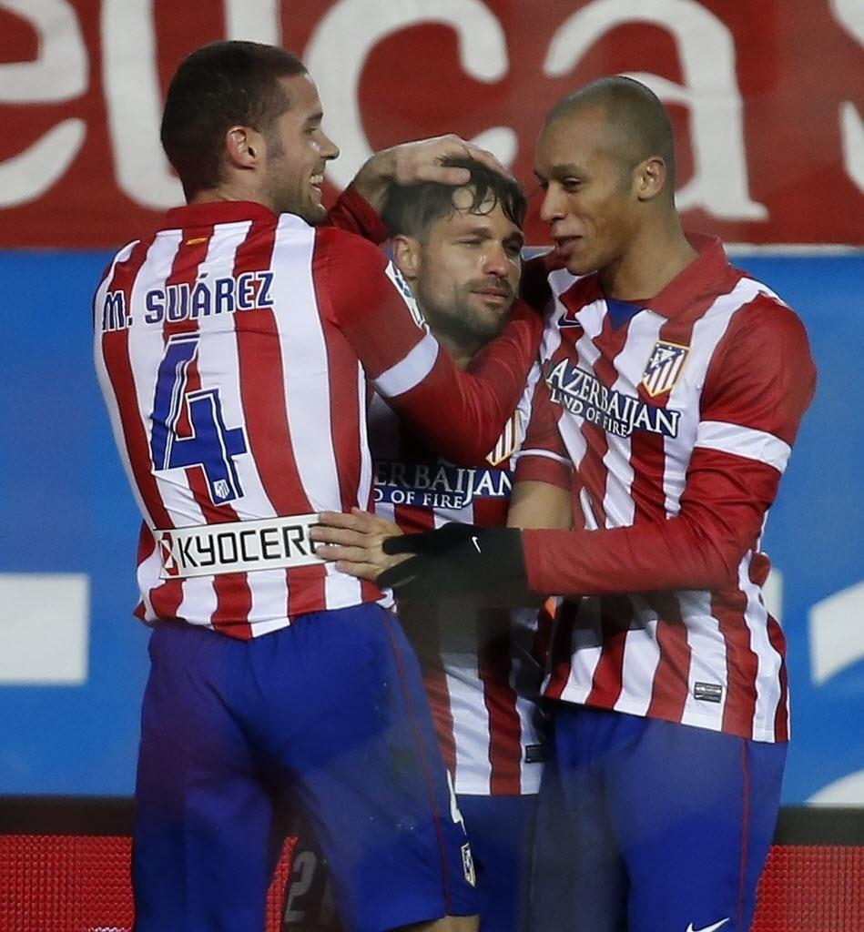 02.fev.2014 - Diego comemora após marcar para o Atlético de Madri contra o Real Sociedad. O zagueiro brasileiro Miranda também fez gol no jogo