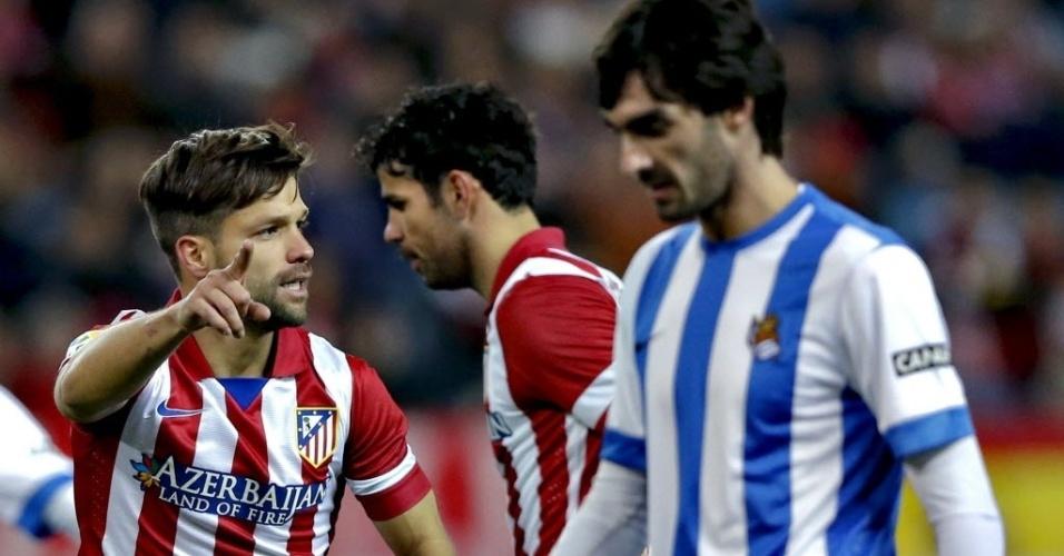 02.fev.2014 - Pouco tempo depois de voltar ao Atlético de Madri, o brasileiro Diego já entrou em campo na partida contra o Real Sociedad, pelo Campeonato Espanhol
