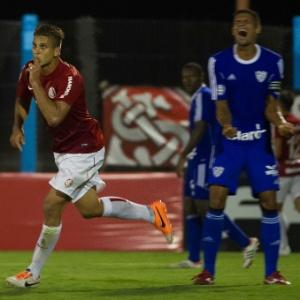 Imagem  Vinícius Costa Agência Preview. 02.fev.2014 - Rafael Moura comemora  gol do Internacional contra o Cruzeiro-RS 117f1046fb706