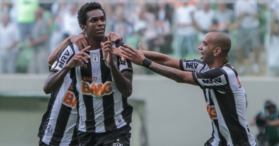 2 fev 2014 - Atacante Jô comemora gol na vitória do Atlético-MG, por 2 a 1, no Independência, pelo Campeonato Mineiro