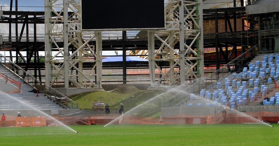 Dois placares eletrônicos em LED de alta resolução são instalados na Arena Pantanal, em Cuiabá; inauguração foi confirmada para abril, com a partida entre Mixto e Santos pela Copa do Brasil