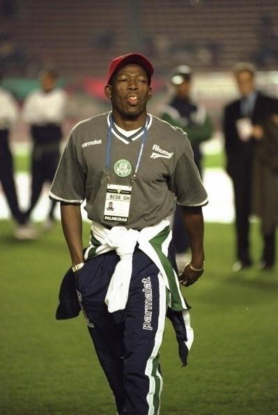Faustino Asprilla, ex-jogador do Palmeiras. Hoje tem um time de futebol na Colômbia que leva seu nome