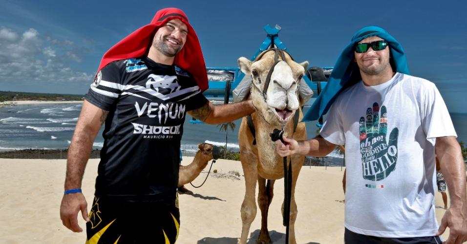 04.02.14 - Mauricio Shogun vai encarar novamente Dan Henderson, que o derrotou em 2011; antes do UFC em Natal, marcado para 23 de março, eles conheceram os camelos da capital potiguar