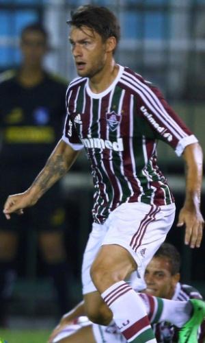 04.fev.2014 - Rafael Sóbis enfrenta a marcação do Audax em jogo pelo Carioca