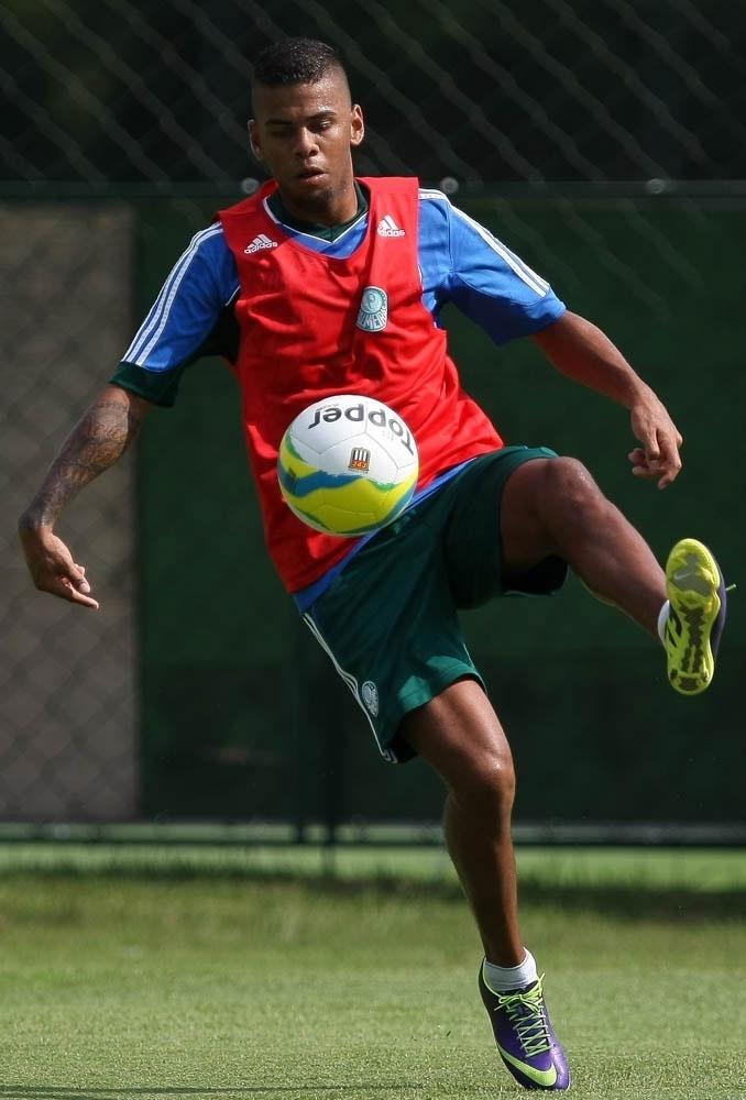 Lateral Paulo Henrique já treina no Palmeiras