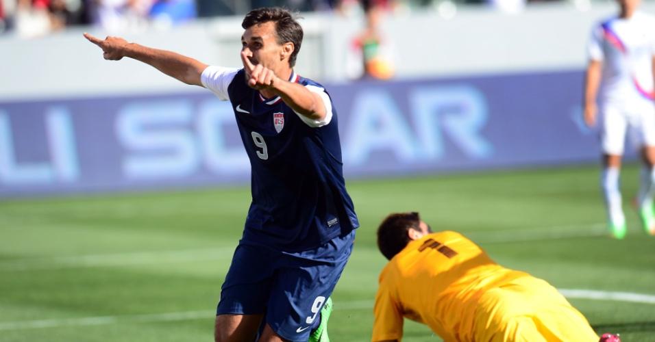 01.fev.2014 -  Chris Wondolowksi comemora após marcar um dos gols da vitória por 2 a 0 dos EUA sobre a Coreia do Sul em amistoso disputado em Carson