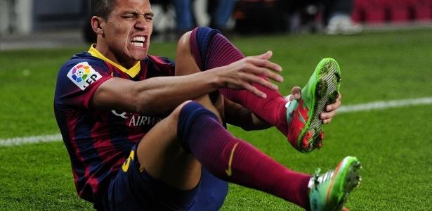 Chileno teria ocultado renda de período em que defendeu o Barcelona
