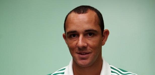 Josimar assina contrato de empréstimo com o Palmeiras até dezembro de 2014