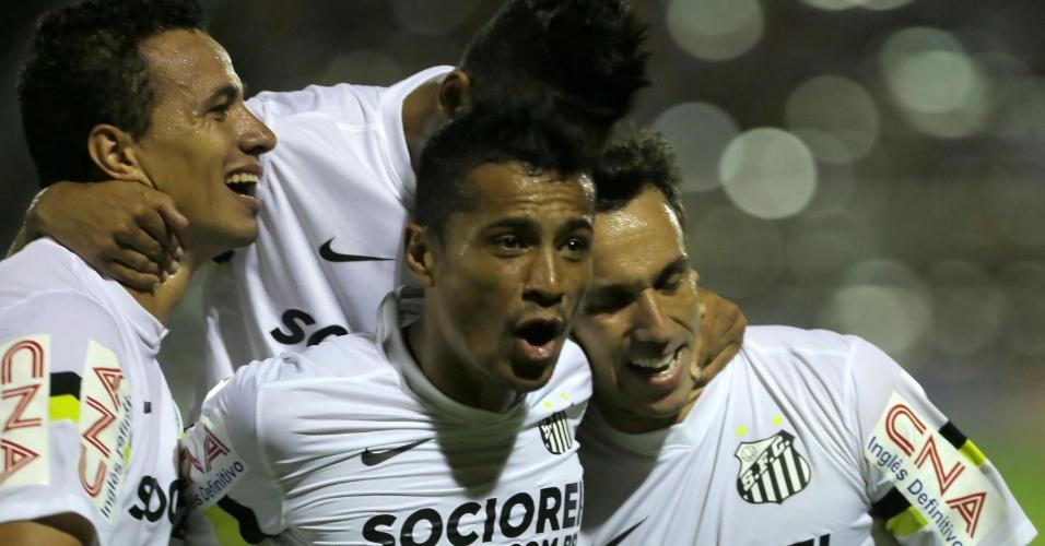 Jogadores do Santos comemoram em vitória no Paulistão