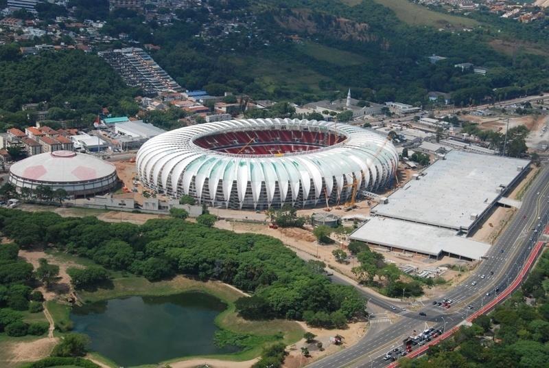 Vista aérea do estádio Beira-Rio que passa por reforma para a Copa do Mundo
