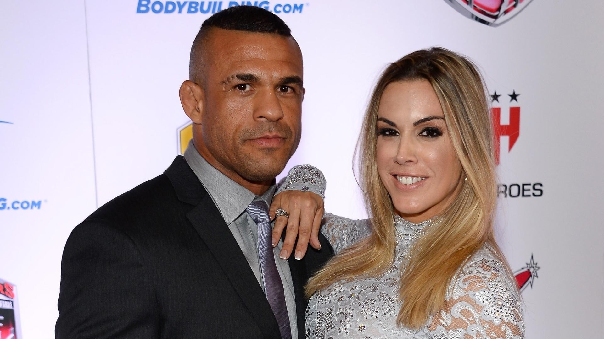 08.02.2014 - Vitor Belfort compareceu ao Oscar do MMA com sua esposa, Joana Prado
