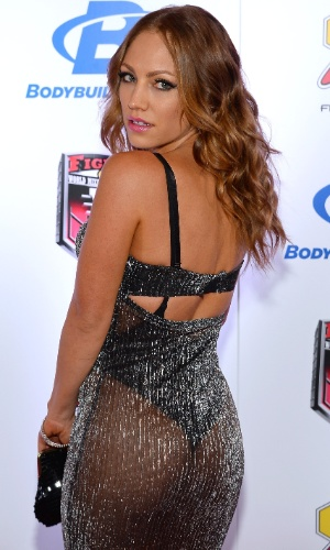 08.02.2014 - Jade Bryce, ring girl do Bellator, é flagrada mostrando um pouco a mais com roupa ousada